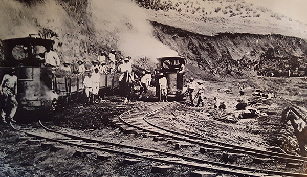 Waitā Reservoir being built in1905. Photo by Grove Farm Museum